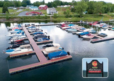 Commercial floating docks at Apple Island RV Resort and Marina