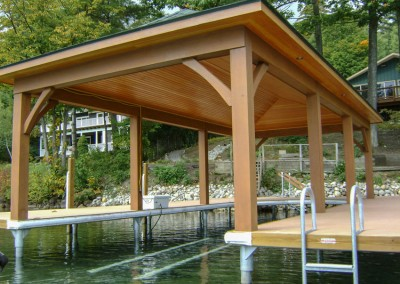 U-shaped pile dock as foundation for boathouse roof