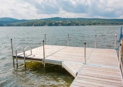 Medium duty aluminum leg docks with triangle corner and aluminum ladder