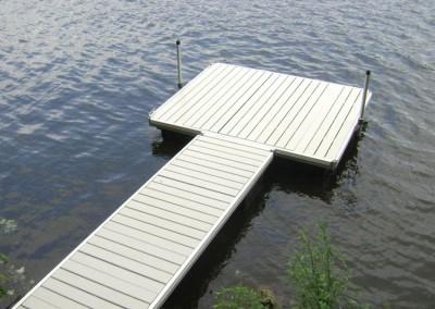 Aluminum frame floating docks with aluminum decking