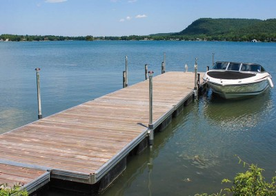 Aluminum floating docks with our medium duty track frame