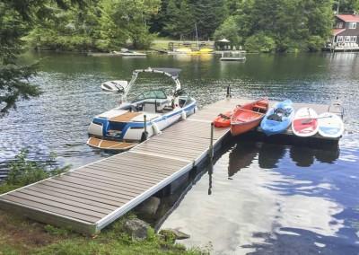 Medium duty aluminum floating docks with NyloDeck decking
