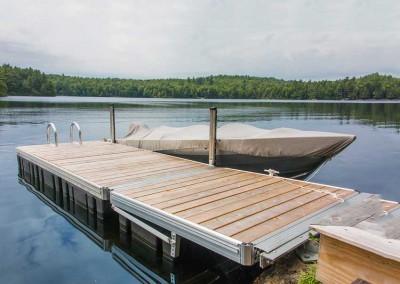 Medium duty aluminum floating dock with custom shore-hitch