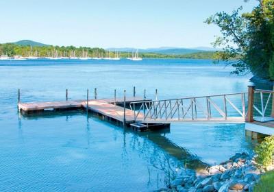 T-shaped aluminum floating docks and aluminum gangway