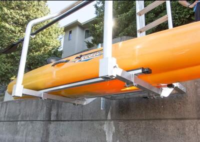 Adjustable aluminum & vinyl bunks (adjust width between bunks to accommodate your watercraft)