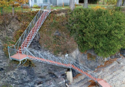 Freespan steel stairs for waterfront access down a cliff